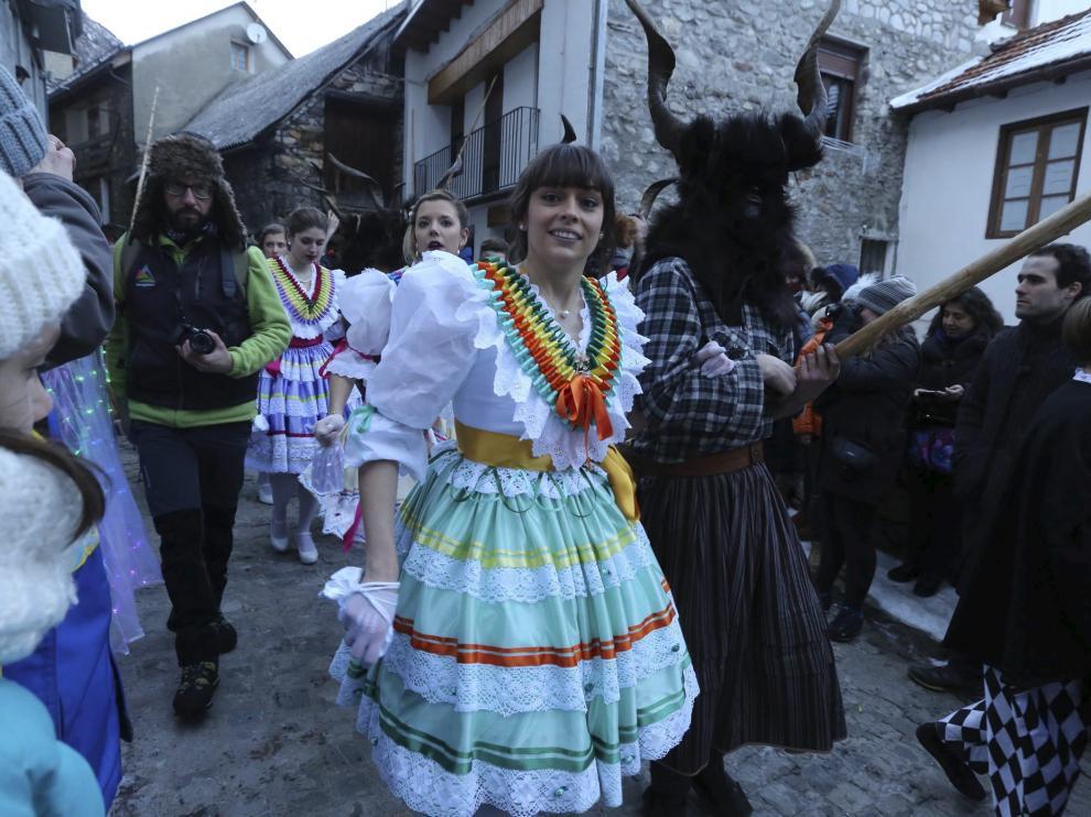 Las madamas y las trangas son dos de los personajes más característicos del Carnaval de Bielsa