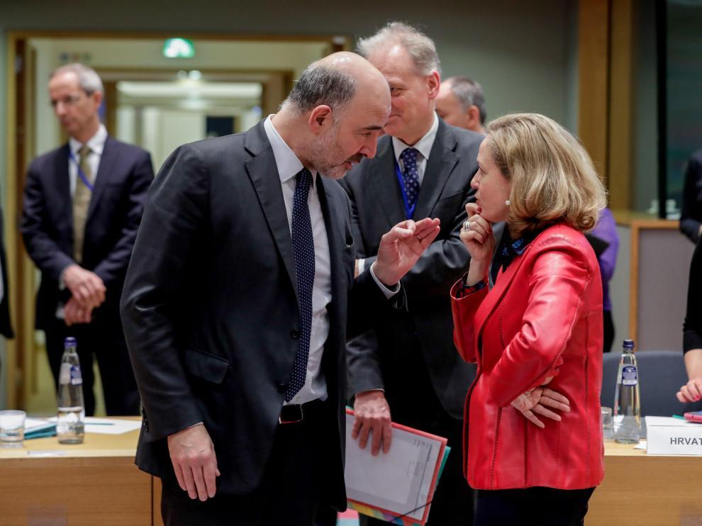 La ministra española de Economía, Nadia Calviño, junto al comisario europeo de Asuntos Económicos, Pierre Moscovici.