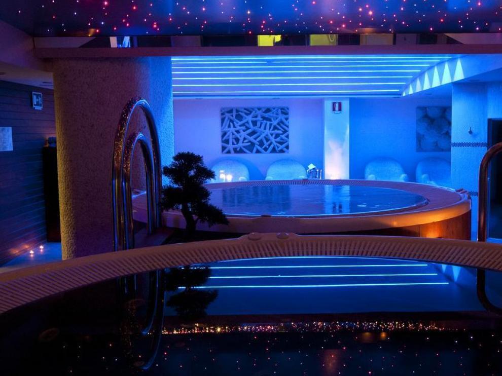 En el Hotel & Spa Real Zaragoza proponen una noche de cena y spa.