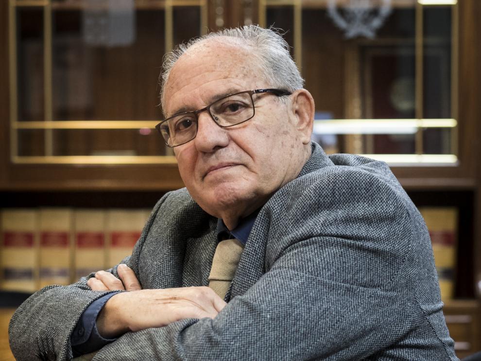 Juan Ignacio Larraz ha dirigido Cogitiar desde 1992. El Colegio elige nuevo decano el próximo 27 de febrero y hay dos candidatos a sustituirle
