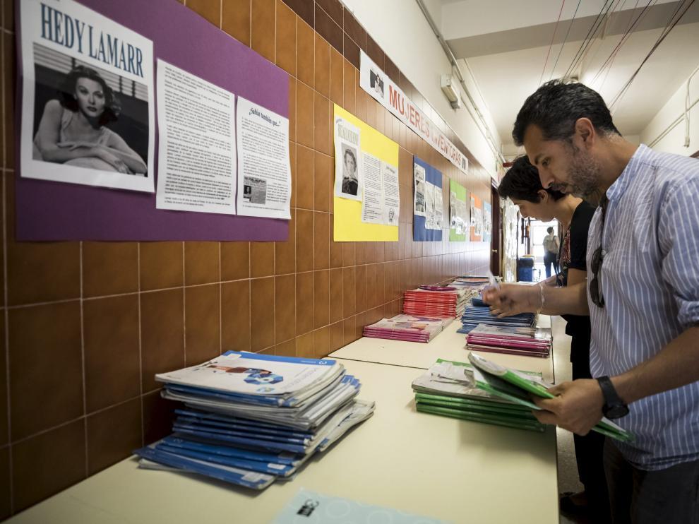 Preparación del banco de libros del colegio Puerta Sancho de Zaragoza