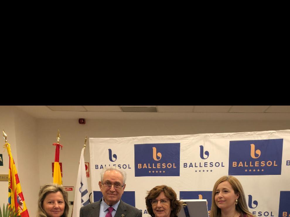Ballesol entrega el talón de 3.350 euros a Aspanoa