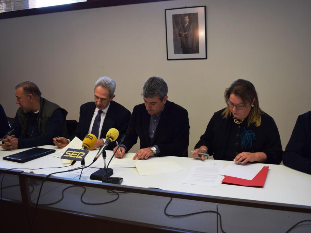 Patronal y sindicatos ceden al Ayuntamiento la utilización de un edificio en Graus.
