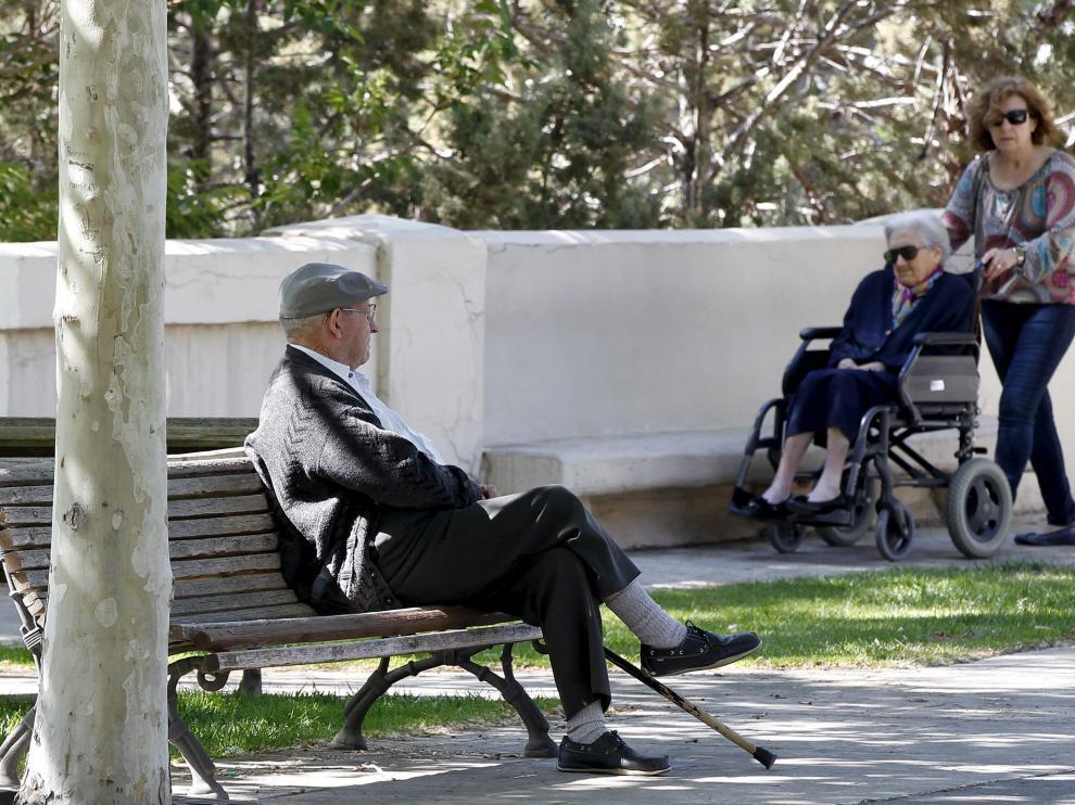 Imagen de archivo de unos jubilados en la capital turolense.