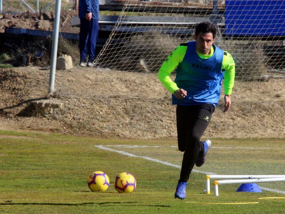 Xabi Etxeita, durante el entrenamiento de este miércoles en el Montearagón.