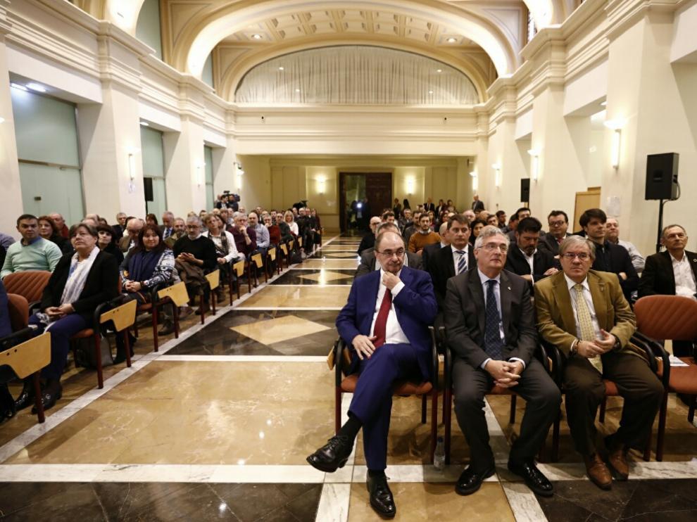 Javier Lambán, en primera fila, en el acto de presentación dela Estrategia Aragonesa de Cambio Climático, este miércoles en Zaragoza.