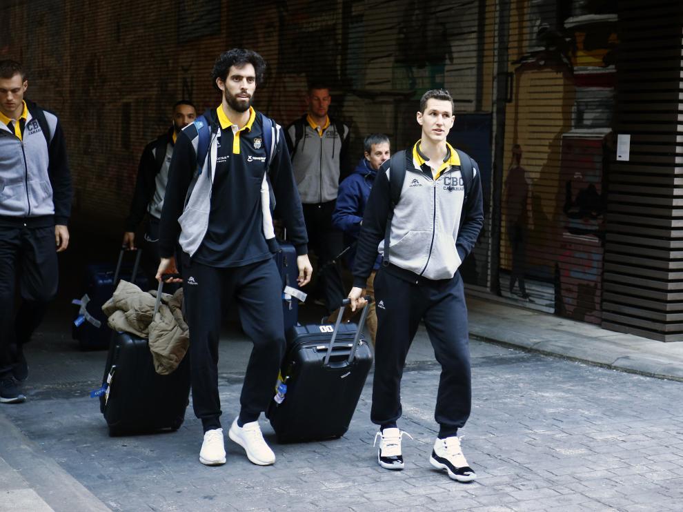 El zaragozano Rodrigo san Miguel, jugador del Iberostar Tenerife, a su llegada al hotel este miércoles.