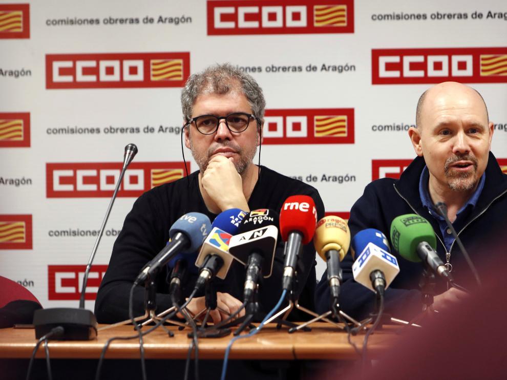 El secretario general de CC. OO., Unai Sordo, junto al secretario general de CC. OO. en Aragón, Manuel Pina, este miércoles en Zaragoza.