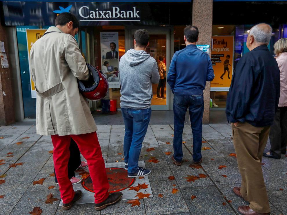 Imagen de una de las oficinas de Caixa Bank en Barcelona