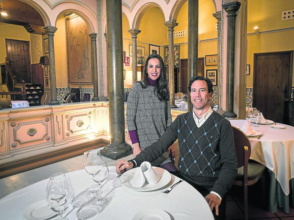 María e Ignacio Montal, propietarios del restaurante, en una de las salas del edificio.