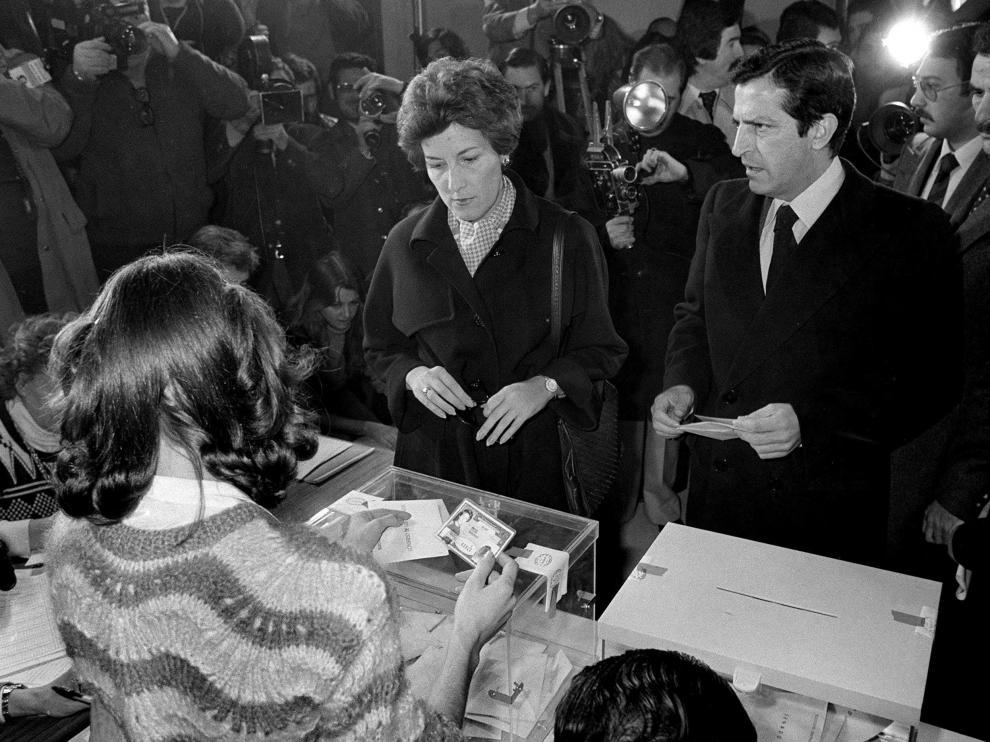 Adolfo Suárez, ejerciendo su derecho al voto en las elecciones de 1979.