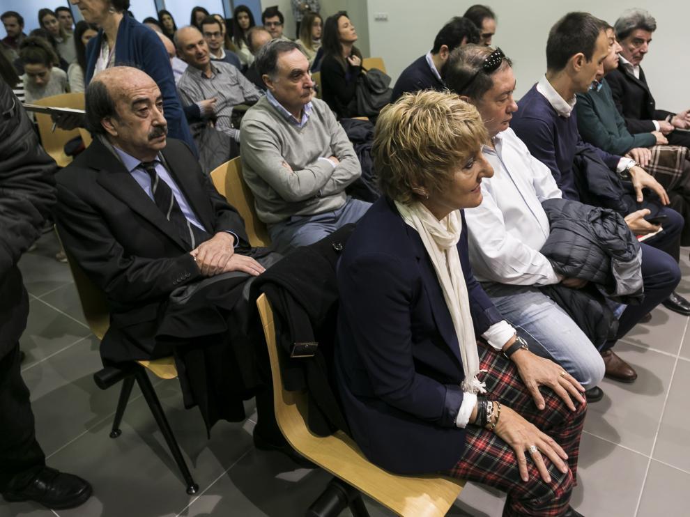 La exalcaldesa, María Victoria Pinilla, junto al resto de acusados durante la repetición del juicio en la Audiencia de Zaragoza.