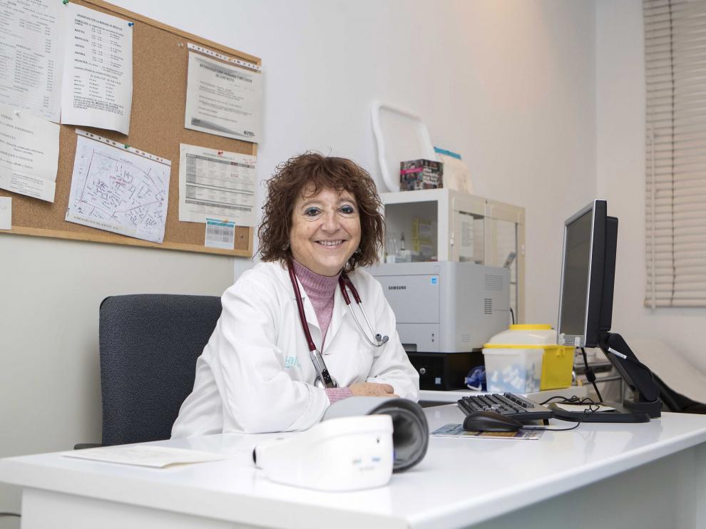 La doctora Rosa Magallón en su consulta.
