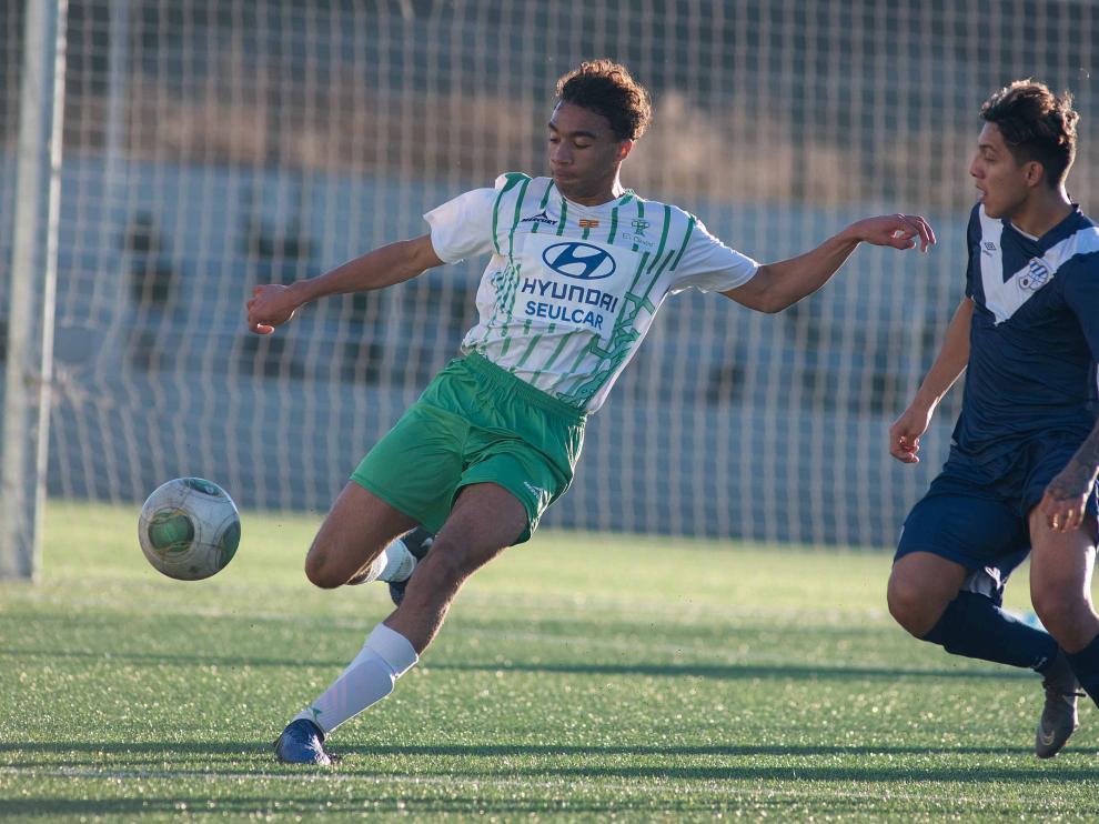 Fútbol. DH Juvenil- El Olivar vs. Europa.