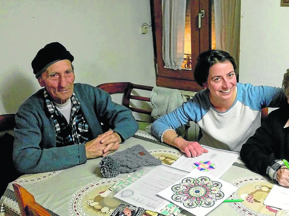 Ramón Hualde y Maxi Campos, en su domicilio de Salvatierra, acompañados por Rosa Roca