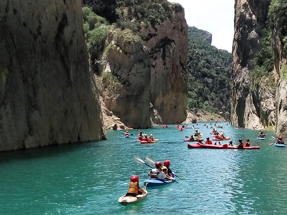 Kayaks navegando por el congosto.
