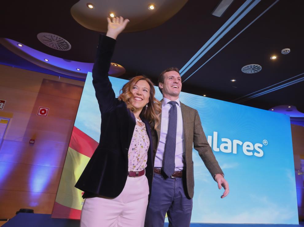 Ana Alós y Pablo Casado en el acto de presentación de la candidata en la capital oscense.