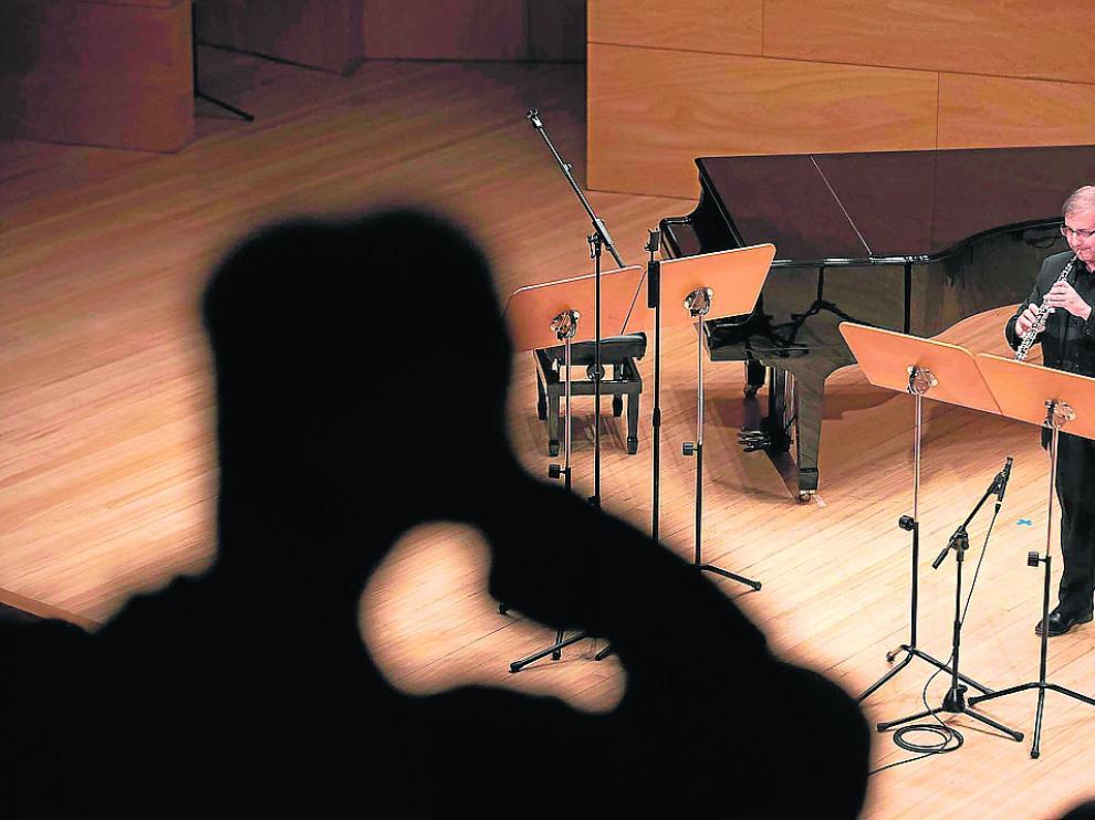 Un momento de un concierto del Grupo Enigma en el Auditorio de Zaragoza.