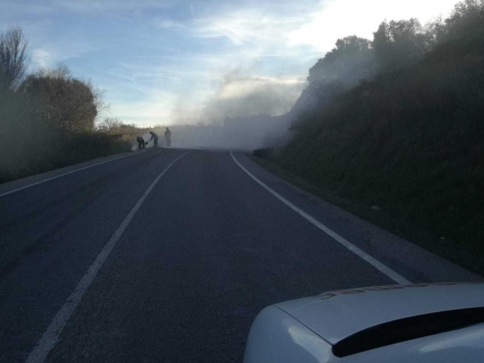 Imagen de la quema de neumáticos este domingo.