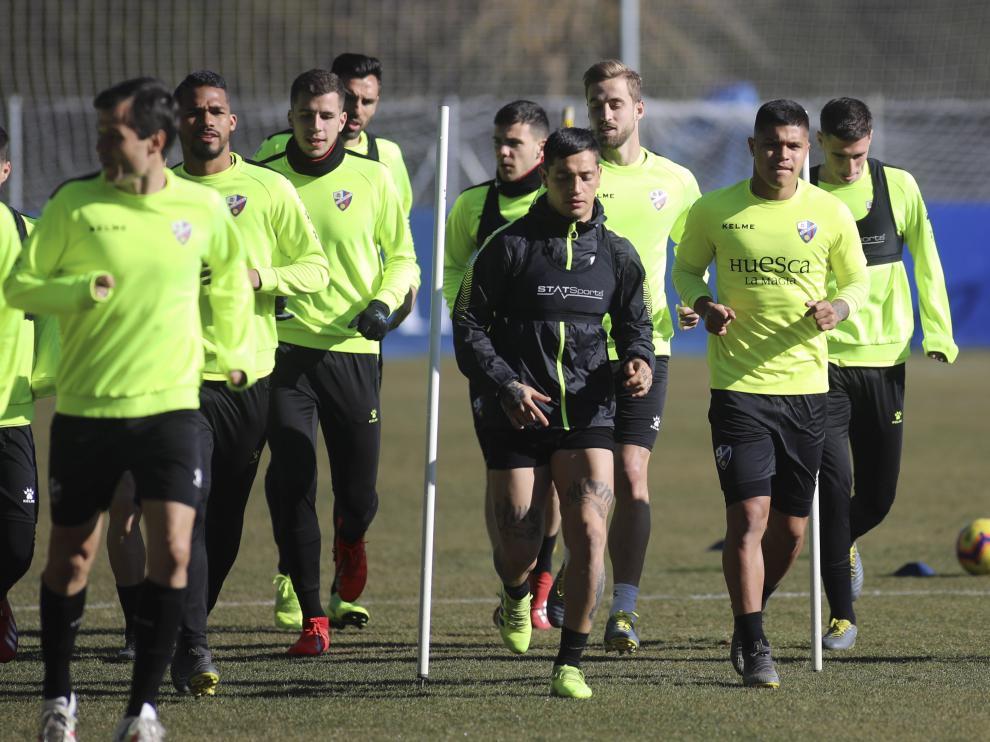 Los jugadores de la SD Huesca, durante un entrenamiento de esta semana.