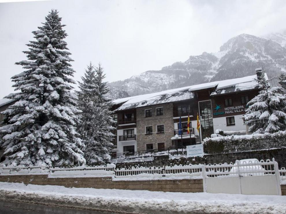 El Hotel & Spa Real Villa Anayet se encuentra a 5 minutos de la estación de esquí de Candanchú.