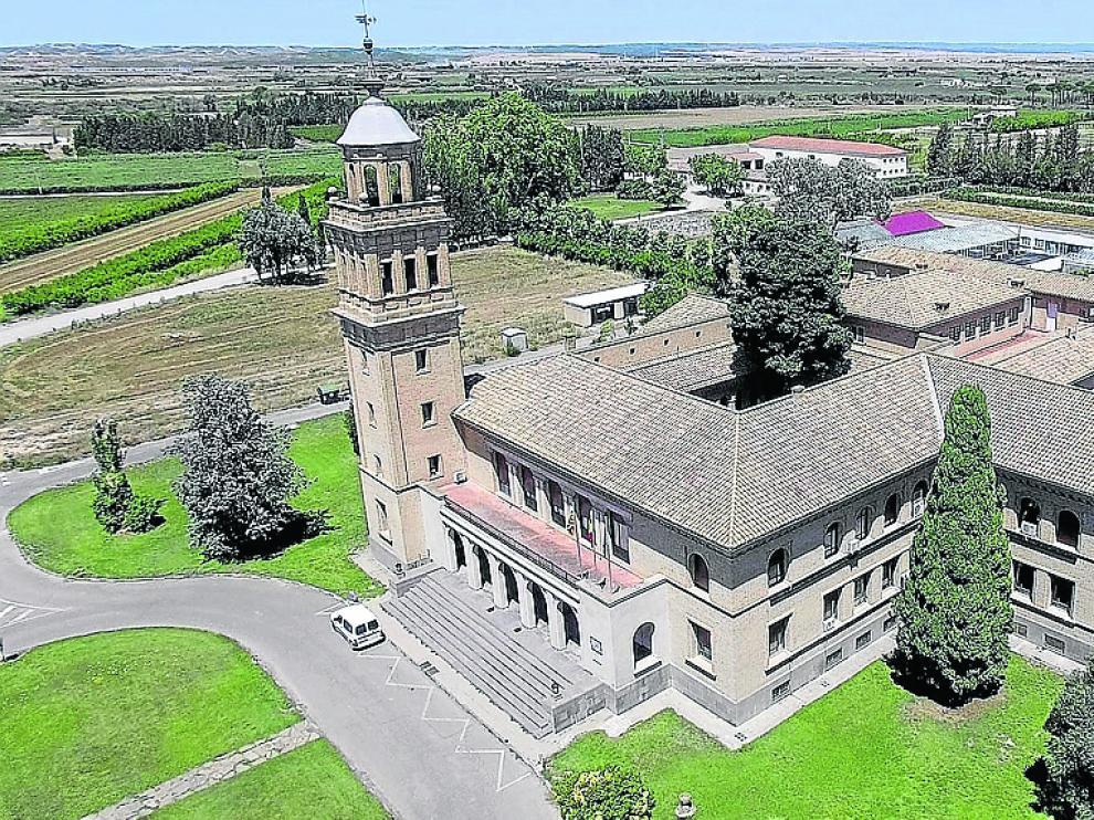 Vista aérea del edificio de la Estación Experimental de Aula Dei.