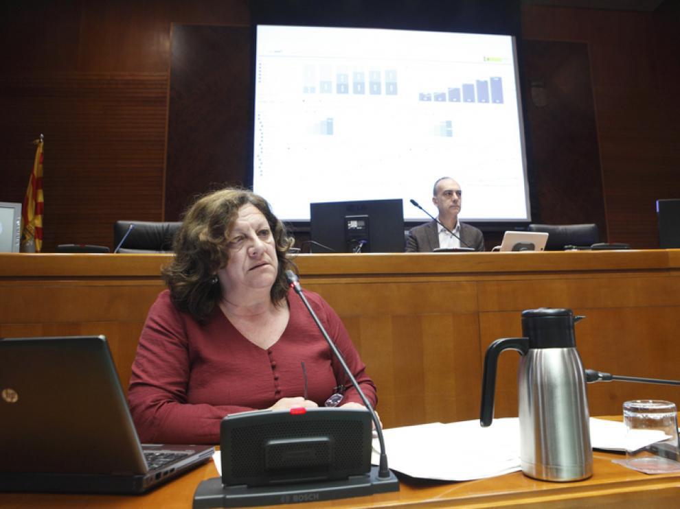 La directora general de Justicia e Interior,  Mª Ángeles Júlvez, durante su comparecencia este lunes en las Cortes de Aragón.