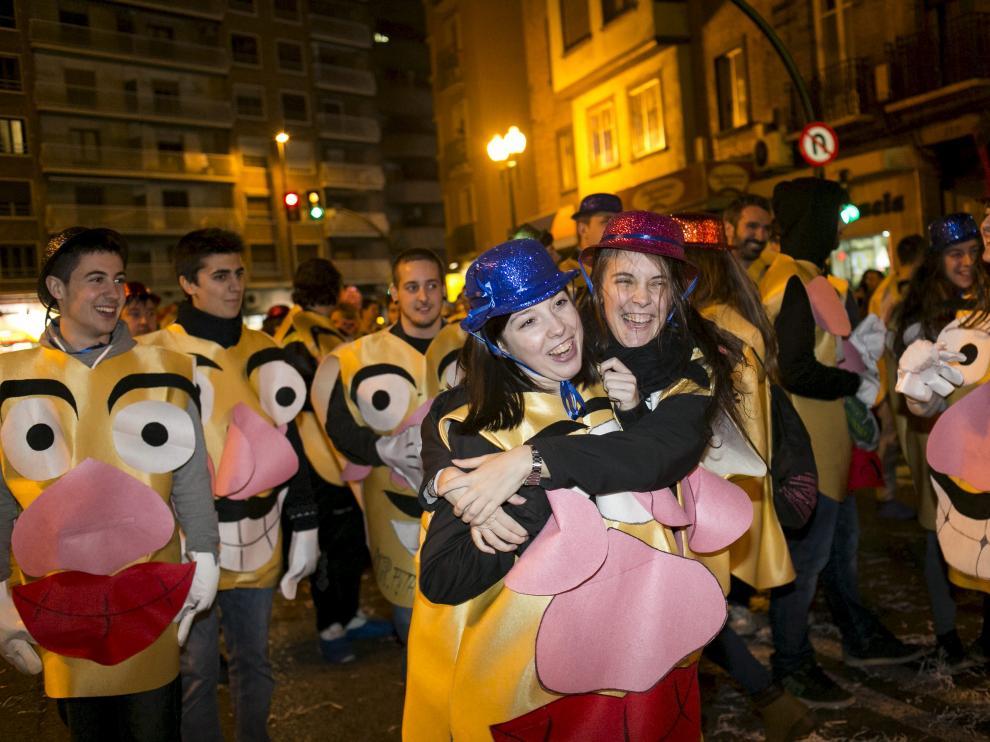 Decenas de Míster Potatos, en una imagen del desfile del año pasado.