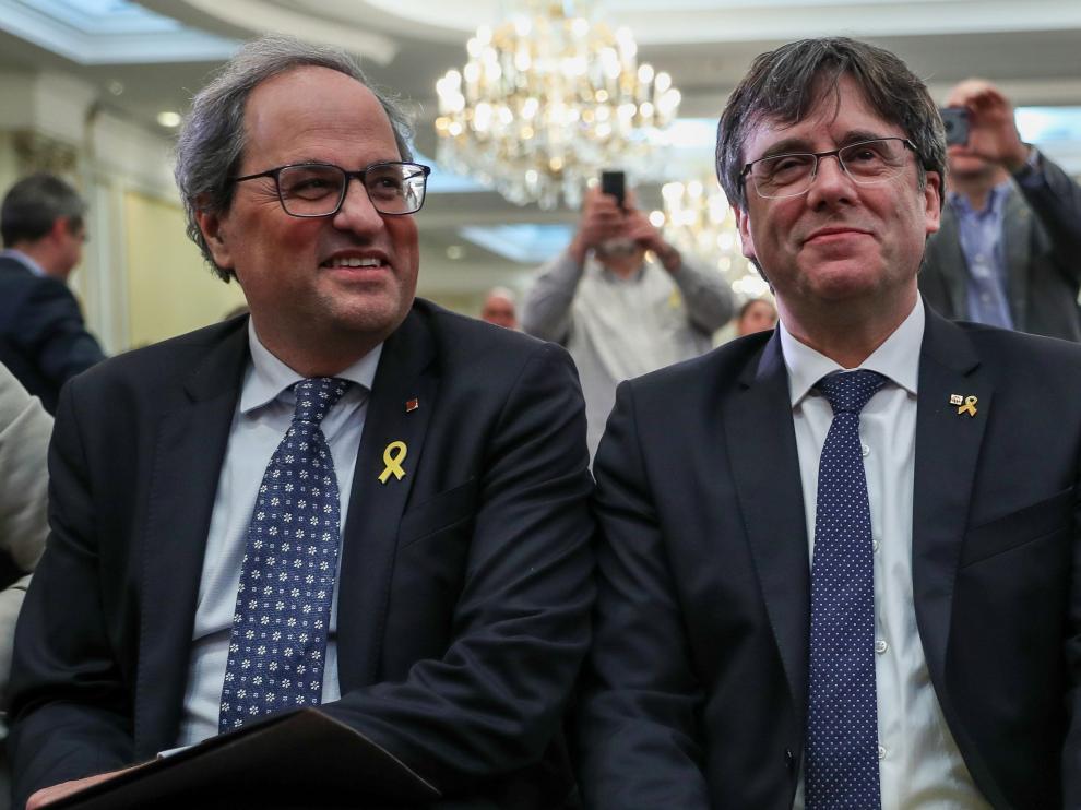 El presidente de la Generalitat de Cataluña, Quim Torra, y su predecesor, Carles Puigdemont.