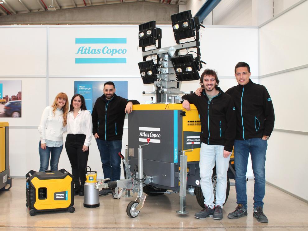 Algunos de los embajadores de Atlas Copco, con sus productos.