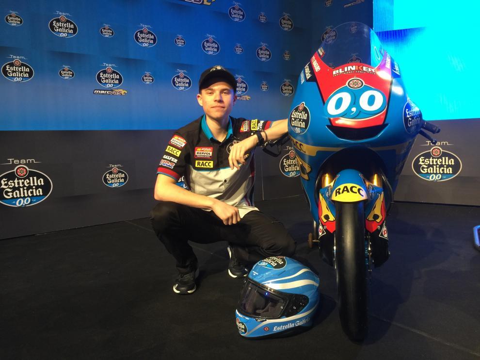 Julián Giral, con su nueva moto.