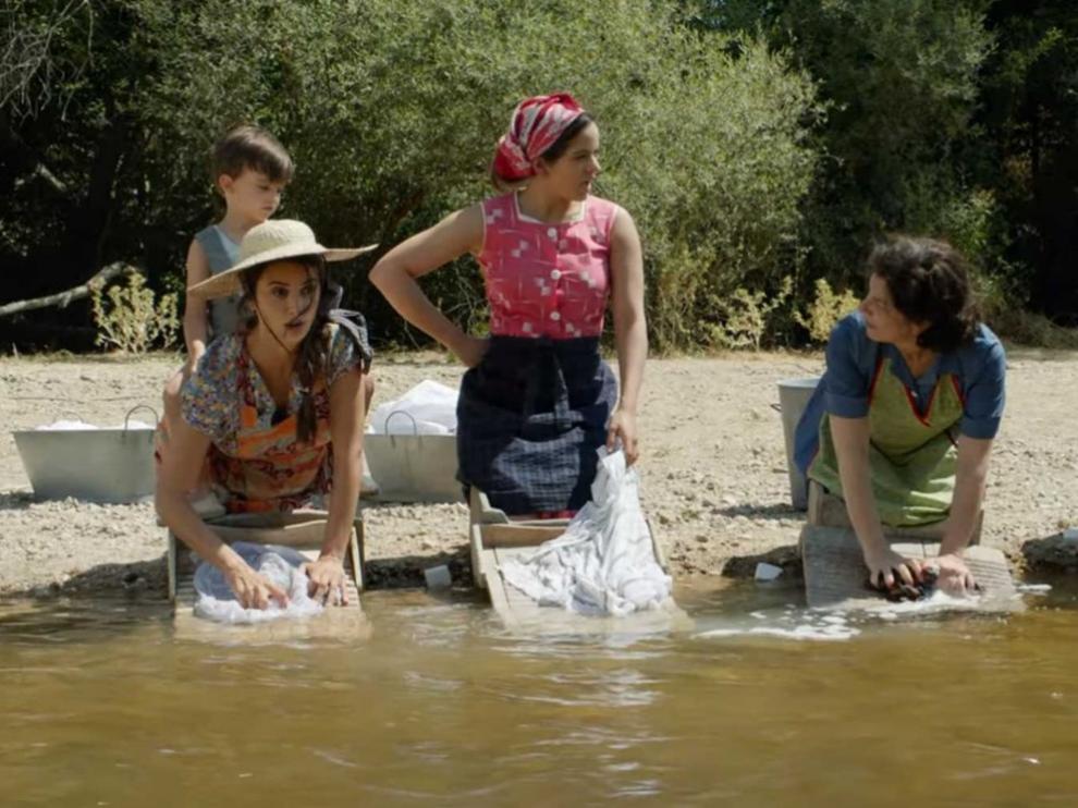 Rosalía sorprende en el tráiler final de 'Dolor y Gloria', lo nuevo de Almodóvar