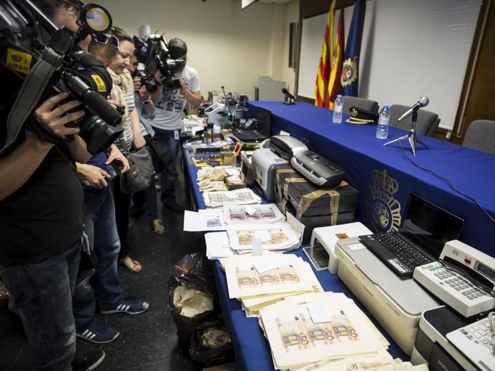 La Operación Héroes de la Policía Nacional permitió desmantelar la imprenta clandestina que tenía montada el acusado en un local del barrio de San José de Zaragoza.