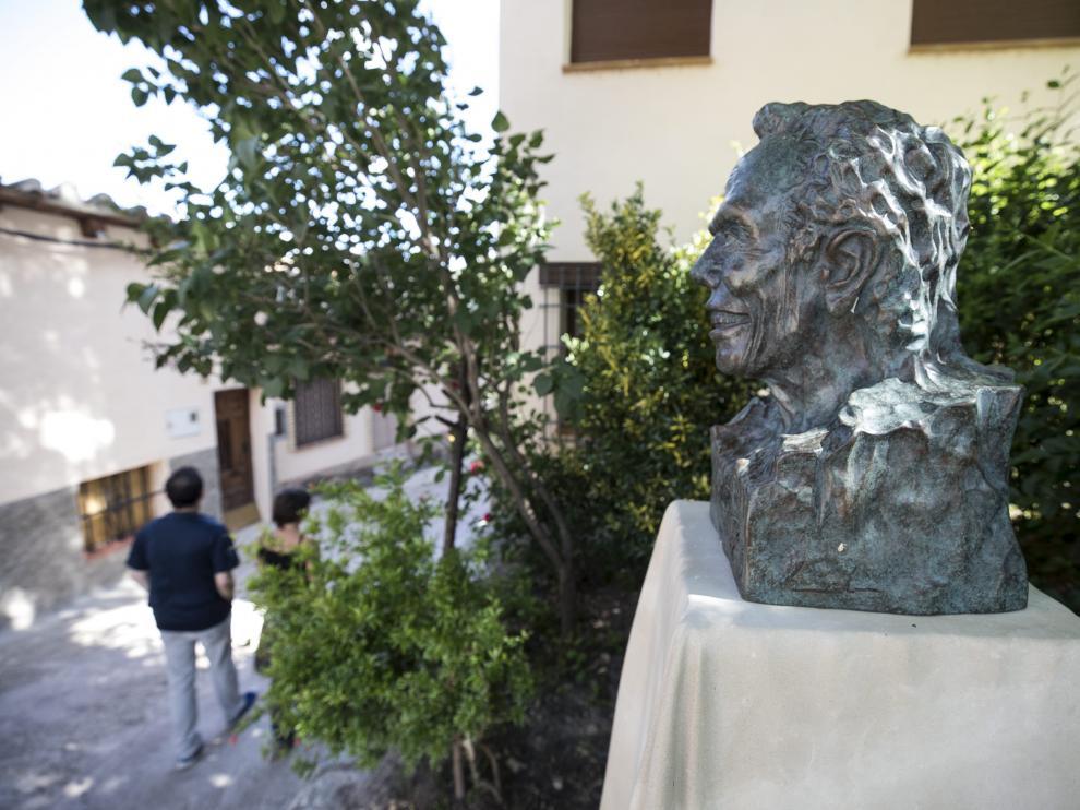 Busto de Manuel Pertegaz en Olba.