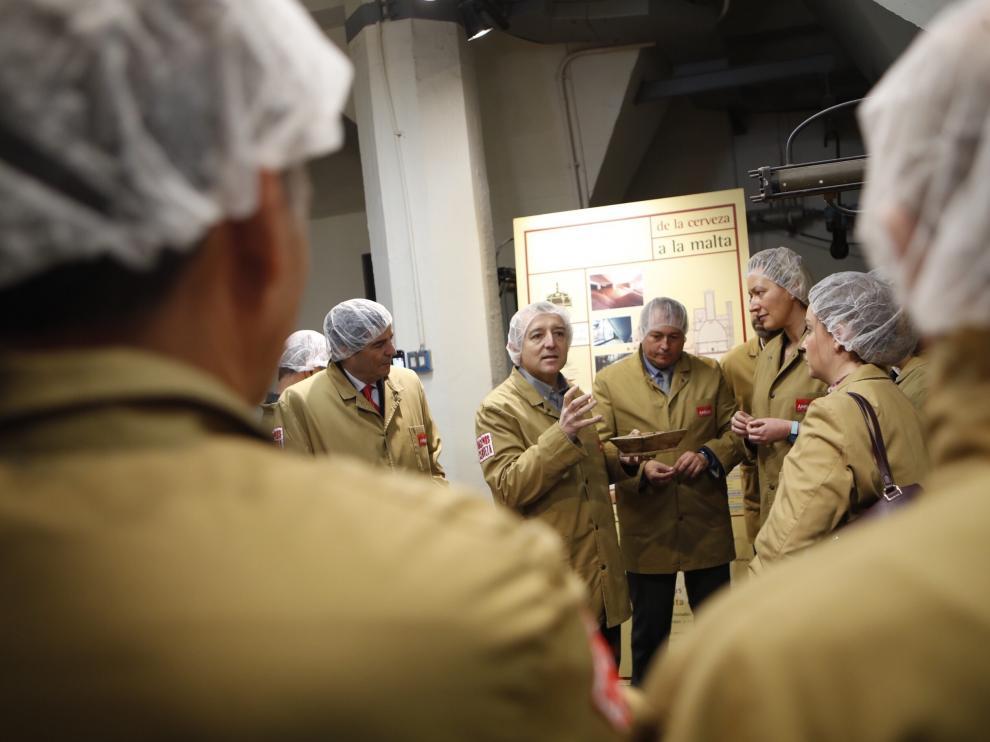 Visita a las instalaciones de La Zaragozana tras la presentación del informe sobre el sector cervecero en Aragón