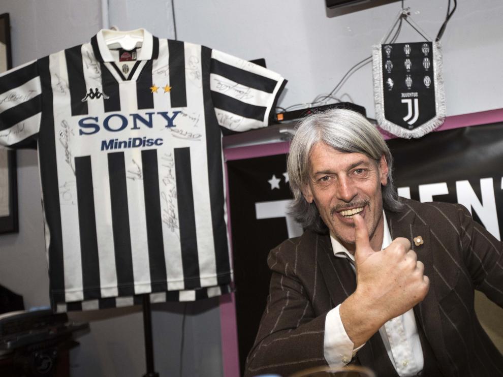 Torricelli, rodeado de motivos de la Juventus.