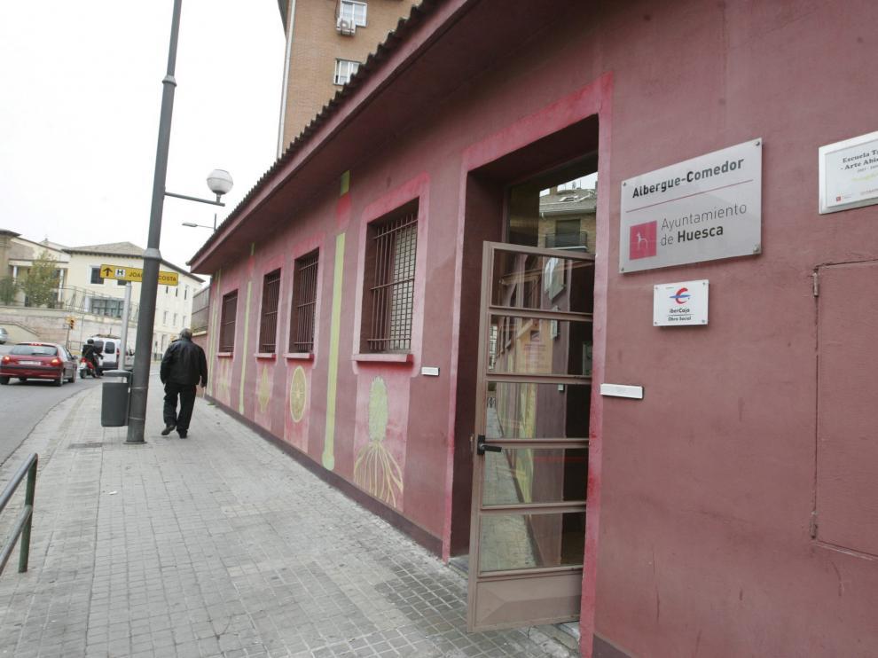 El albergue municipal para transeúntes está ubicado en la Ronda Montearagón.