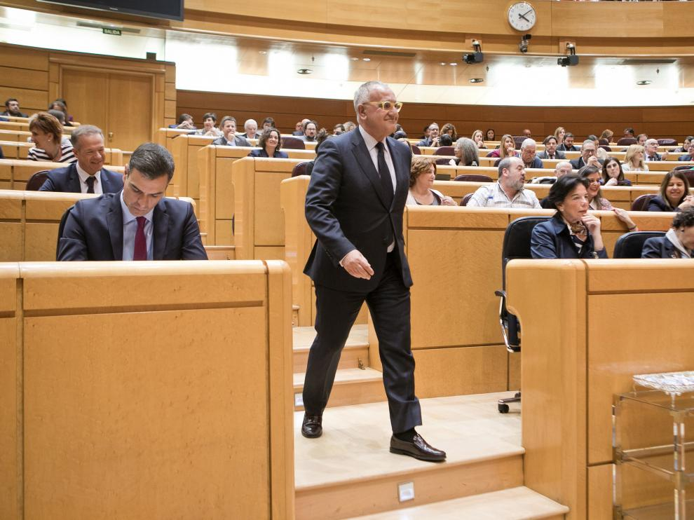 Clemente Sánchez-Garnica se dirige al estrado del pleno del Senado para prometer el cargo, este martes.
