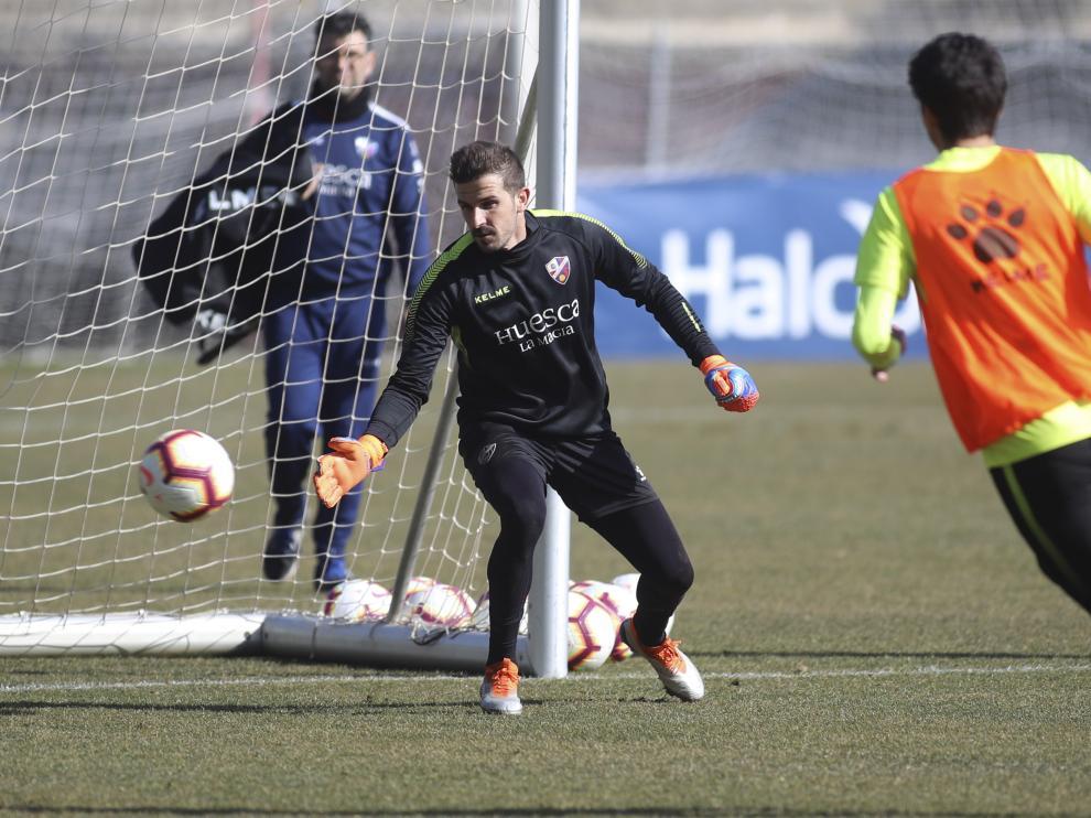 Javi Varas ya se ha entrenado este martes con la SD Huesca en el Pirámide.