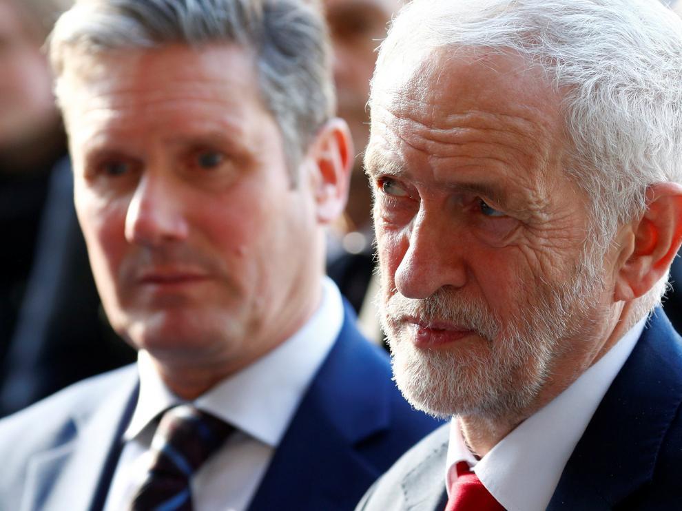El líder del Partido Laborista británico, Jeremy Corbyn, junto a Michel Barnier.