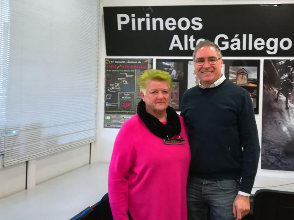 La presidenta de la asociación de empresarios Pirineos Alto Gállego y el presidente de la asociación provincial.