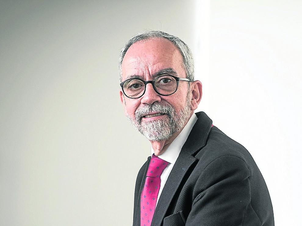 Sánchez Miret es especialista en Medicina Interna e Intensiva