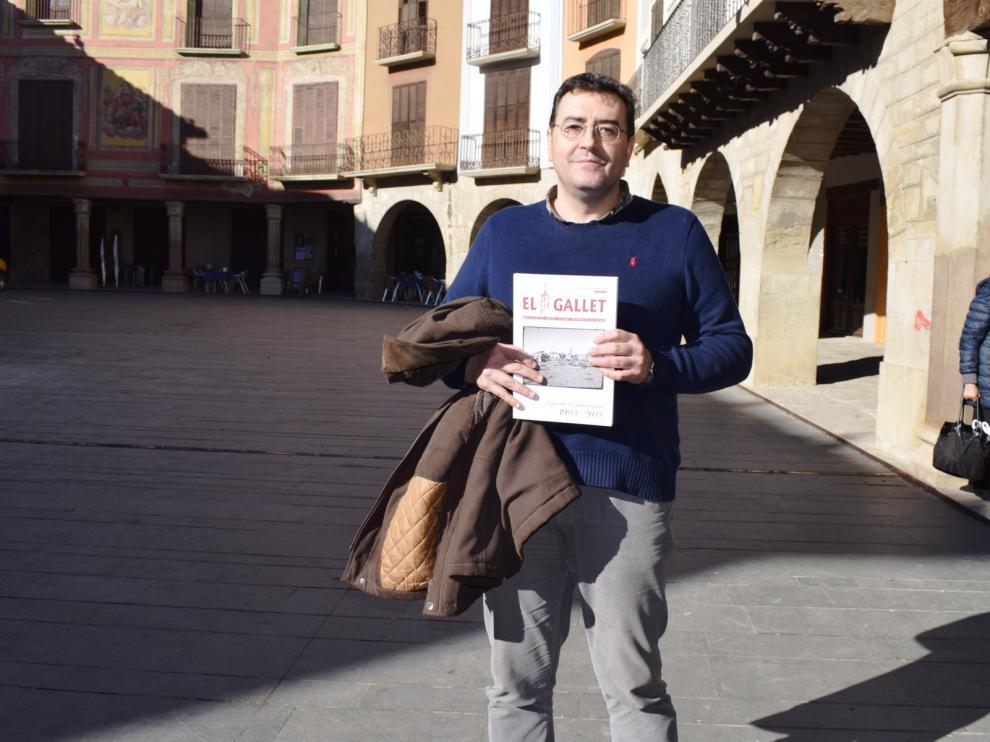 Jaime Asensio con su diccionario.