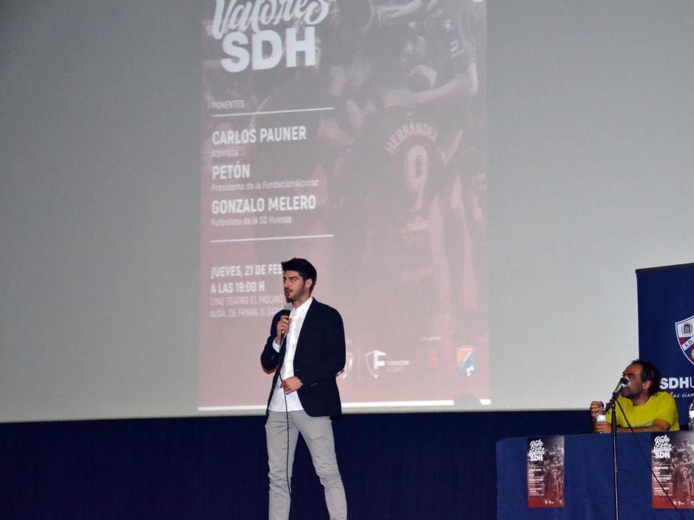 Gonzalo Melero, durante su charla en Sariñena.