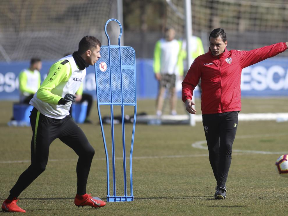 Francisco observa a Christian Rivera durante un entrenamiento de esta semana.