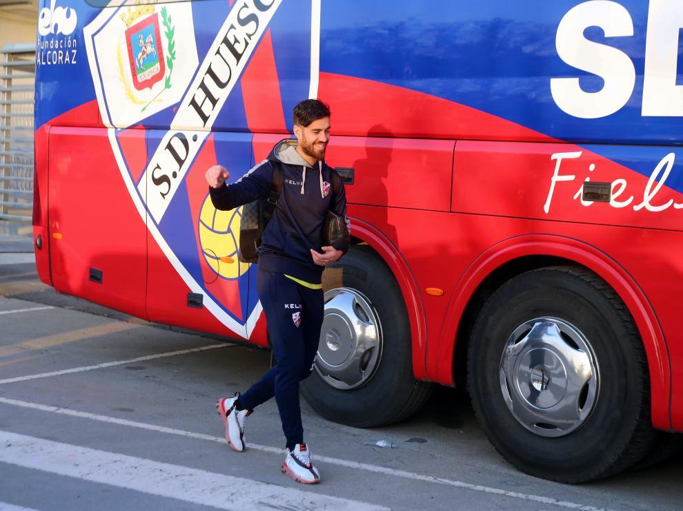 Roberto Santamaría, antes de montarse al autobús para viajar a Barcelona.