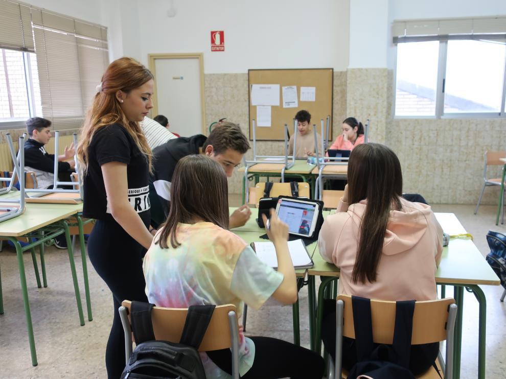 Trabajo cooperativo en una clase de 3º en el IES Picarral.