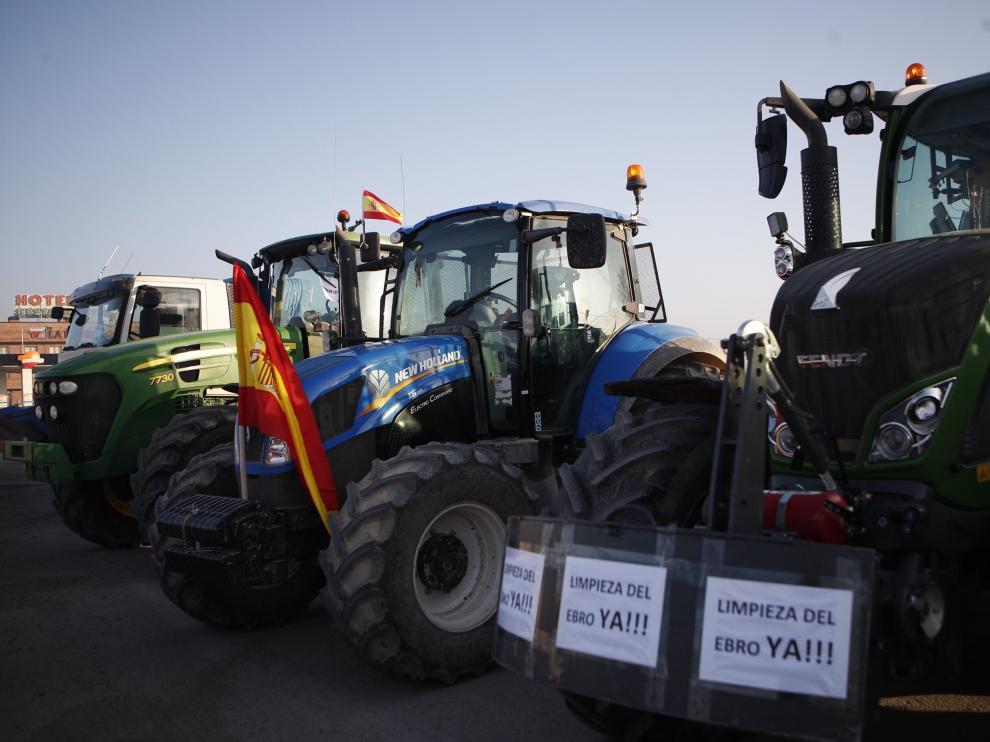 Concentración de tractores en Luceni