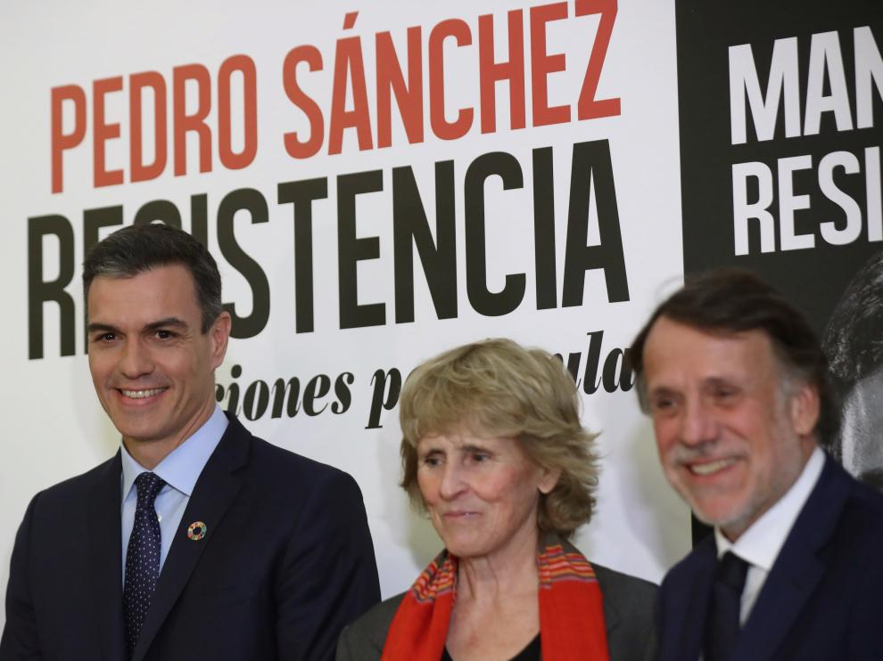 Mercedes Milá, junto al presidente Pedro Sánchez en la presentación de su libro en Madrid