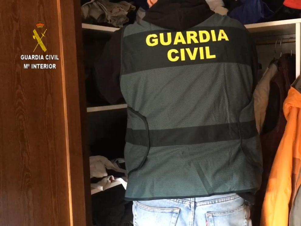 La Guardia Civil, en el registro del domicilio